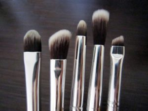 eye shedo brush